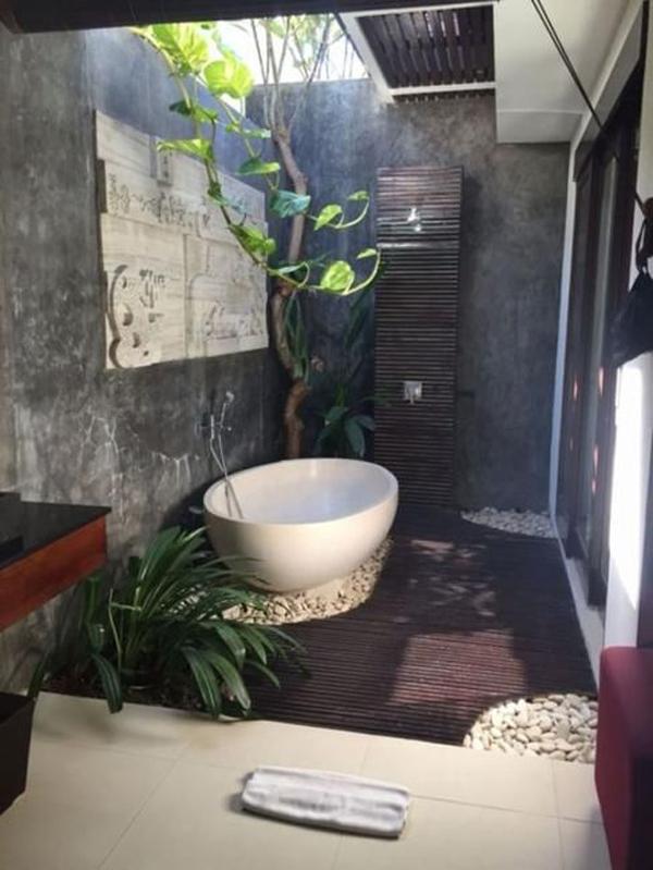 beautiful-outdoor-bathrooms-with-indoor-gardens