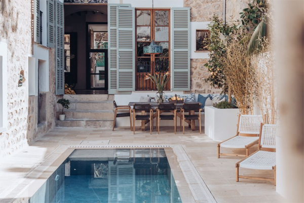 beautiful-small-pool-with-outdoor-dining-space