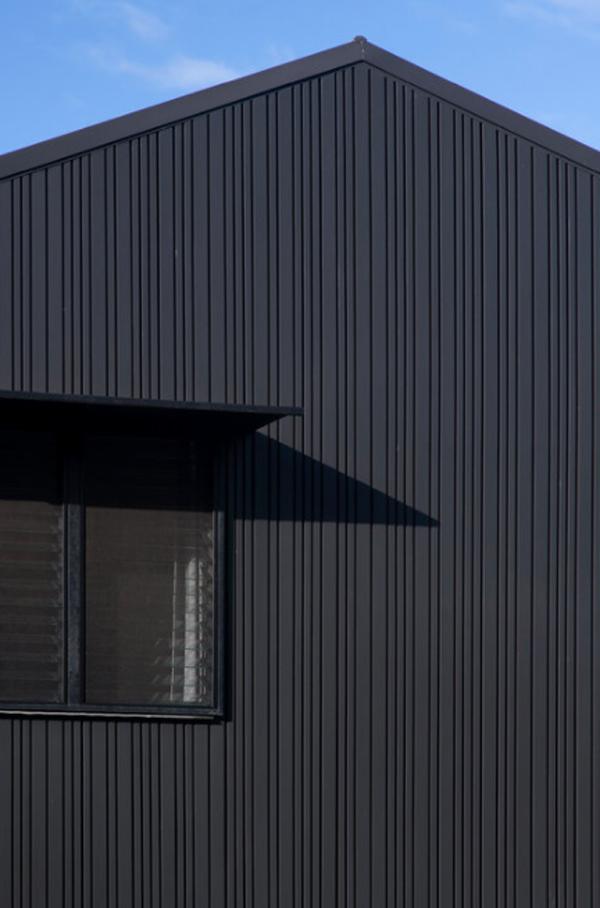 black-wood-contempory-cottage-ideas