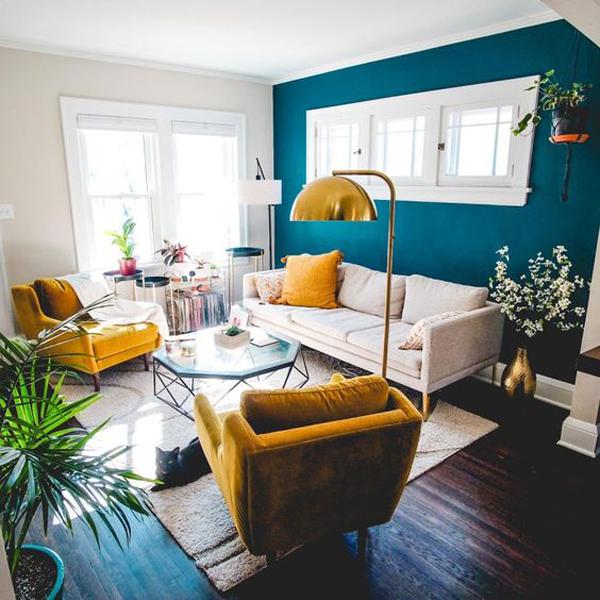 blue-accent-wall-living-room-design