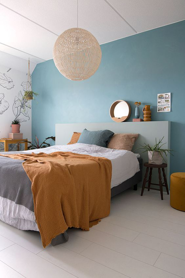 boho-chic-bedroom-with-blue-accent-walls