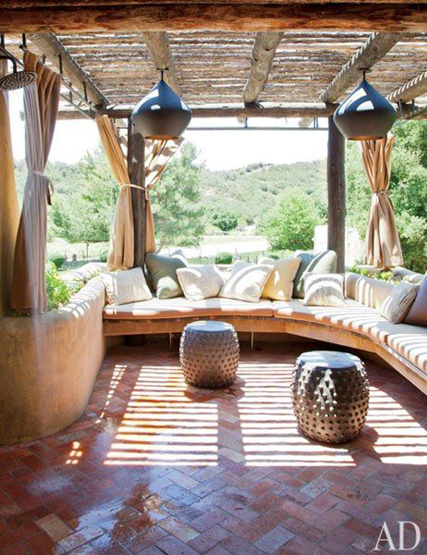 boho-outdoor-patio-with-curved-benches