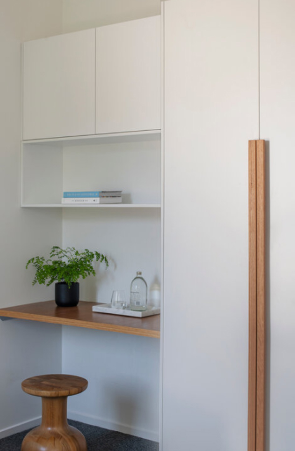 built-in-small-home-office-design