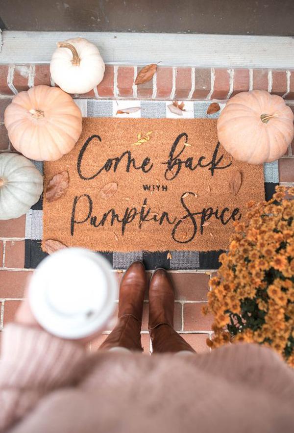 come-back-with-pumpkin-spice-doormat