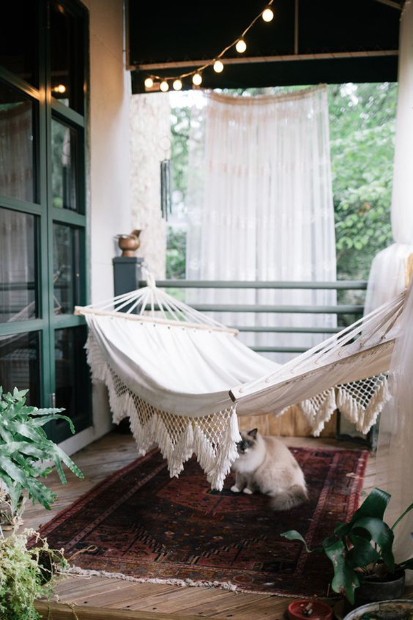 cozy-balcony-hammocks