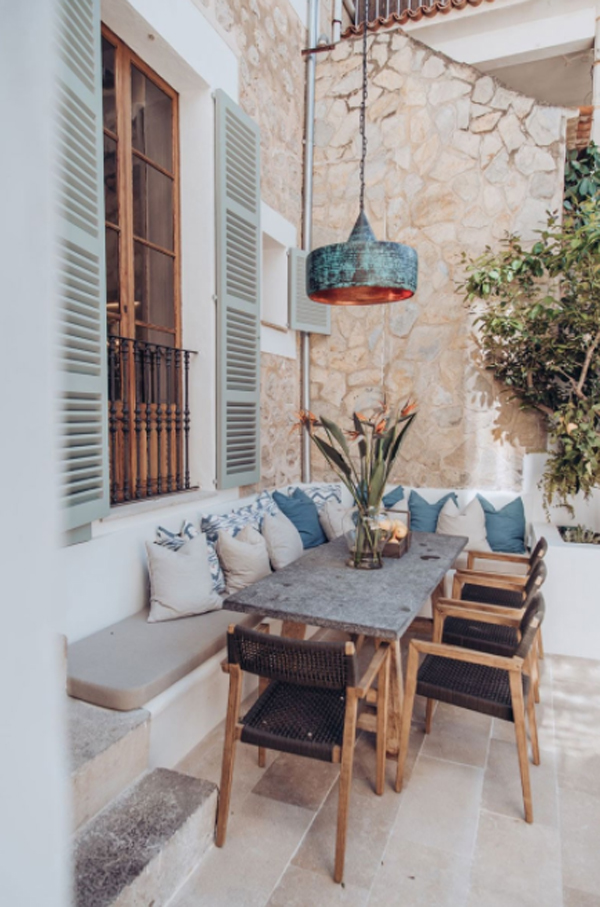 cozy-outdoor-patio-design