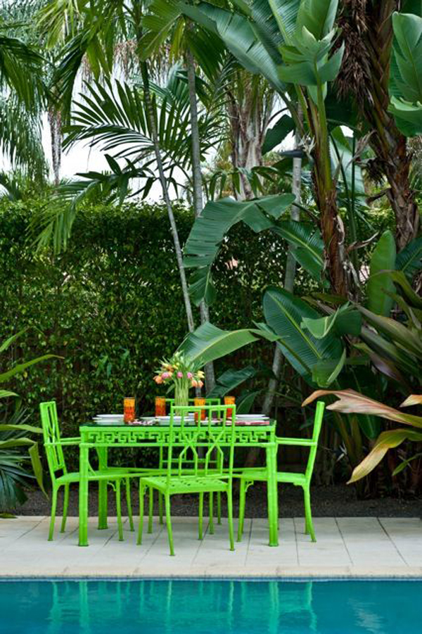 cozy-tropical-poolside-garden-with-dining-areas