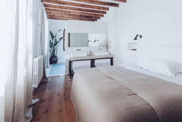 cozy-wood-bedroom-design