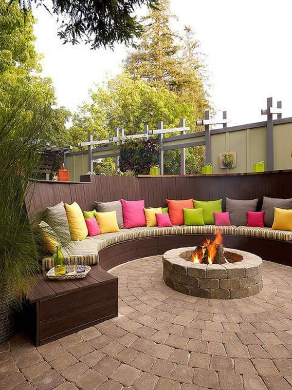curved-benches-backyard-seating-ideas