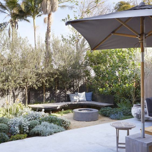 curved-benches-ideas-for-corner-backyard