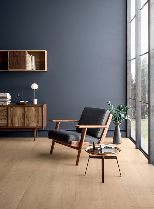 dark-blue-accent-walls-with-wood-furniture