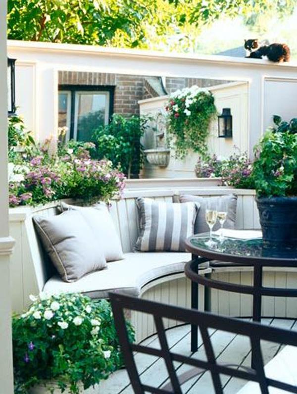 farmhouse-backyard-curved-bench