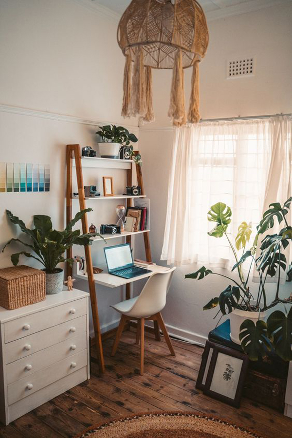 functional-small-home-office-in-bedroom