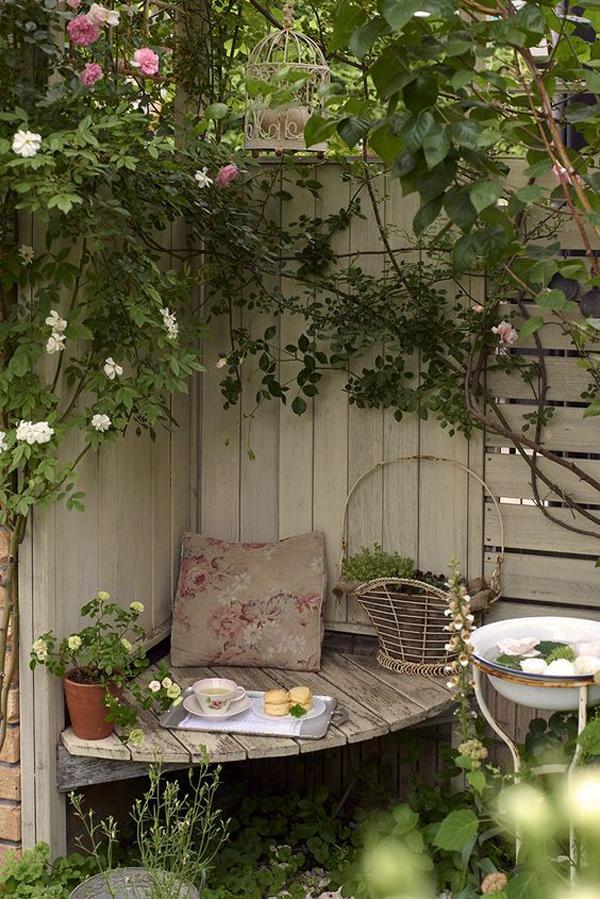 hidden-corner-backyard-spot-for-small-space