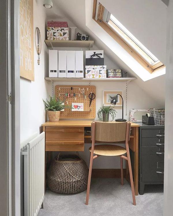 loft-small-home-office-with-skylight-window