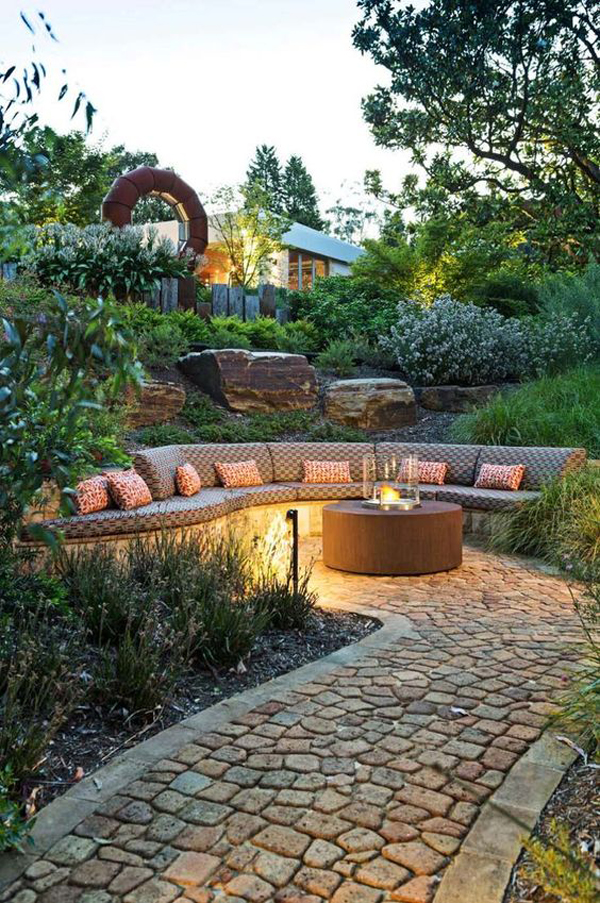 modern-outdoor-patio-with-curved-benches
