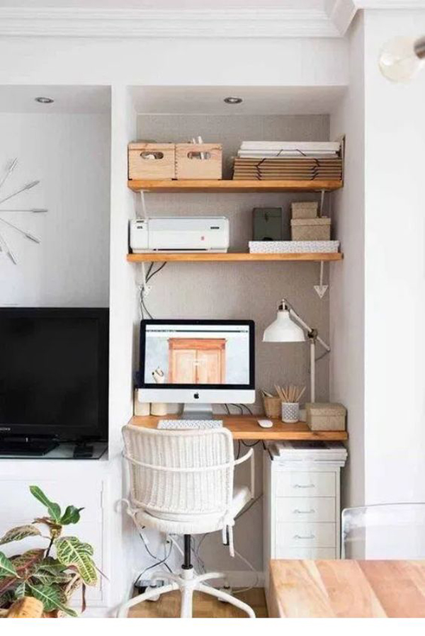 multifunctional-living-room-with-tiny-workspace