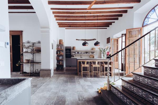 open-mediterranean-interiors