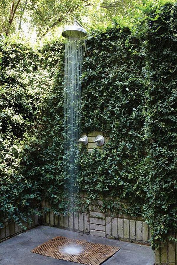 outdoor-showers-with-vertical-garden-barrier
