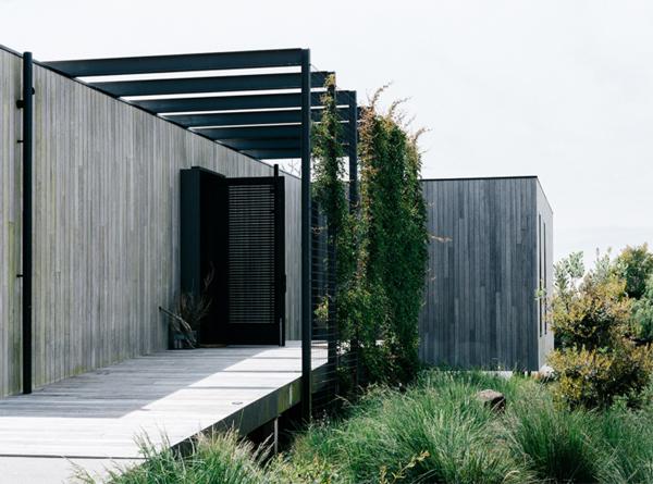 peninsula-house-with-wood-elements