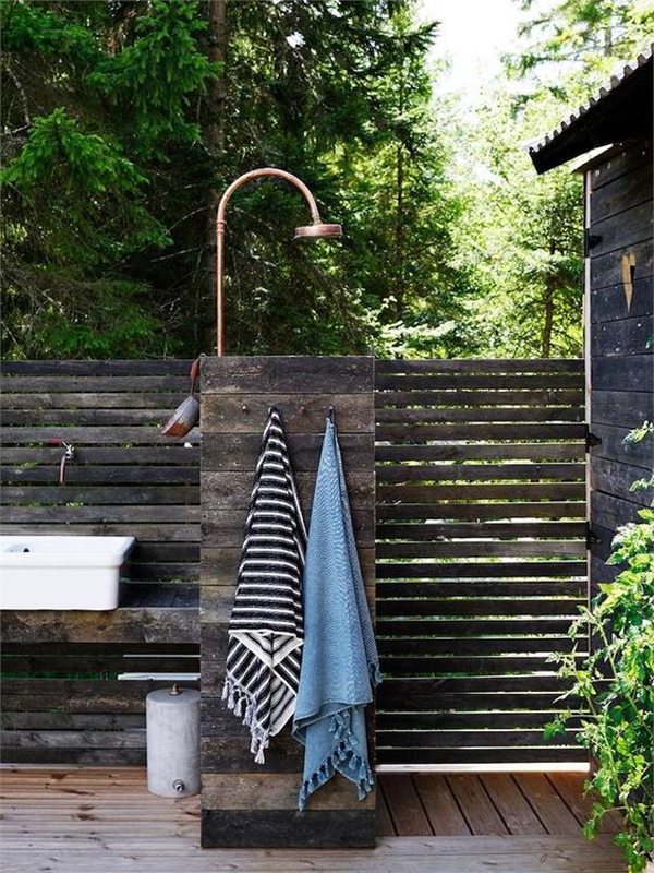 relaxed-scandinavian-outdoor-shower-designs