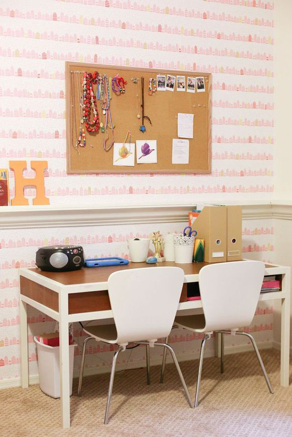 shared-kids-desk-with-pink-wallaper
