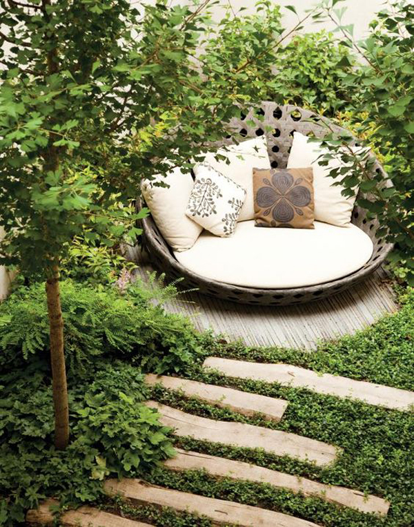 small-backyard-with-cozy-reading-chairs