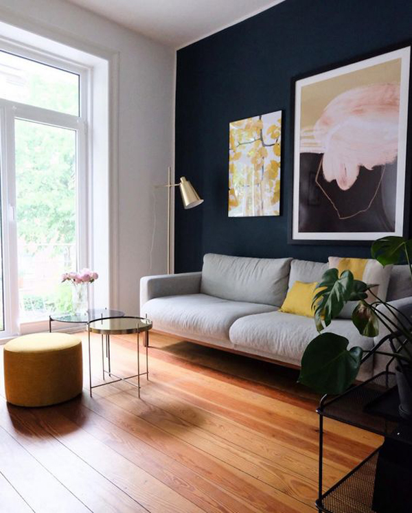 striking-blue-wall-accent-with-art-ideas