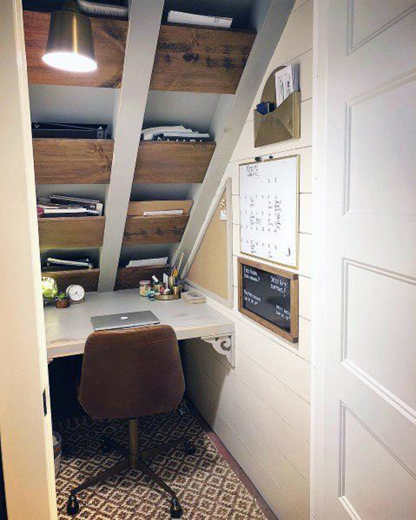tiny-home-office-with-roof-storage