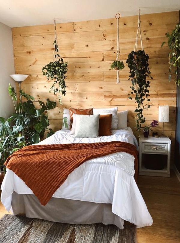 wooden-accent-wall-bedroom-with-indoor-plants