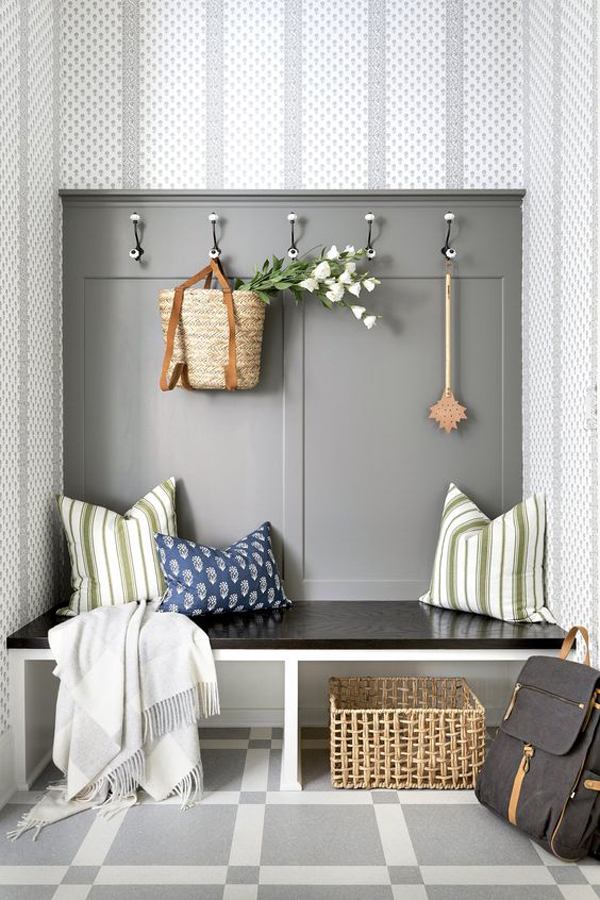 beach-inspired-mudrooms-for-small-space