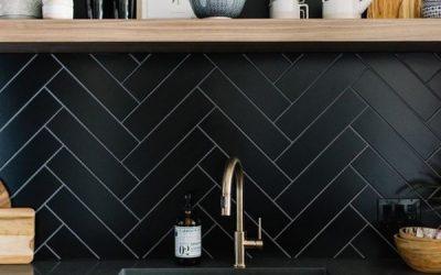 black-kitchen-backsplashes-and-top-table-design