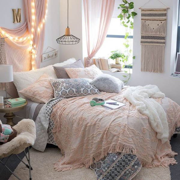 bohemian-style-bedroom-with-string-light