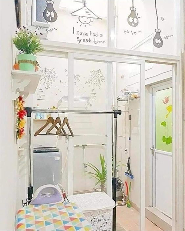 bright-laundry-room-with-glass-wall-decor