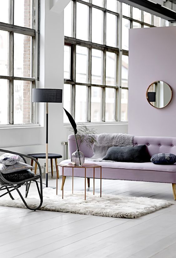 bright-living-room-with-lilac-decor