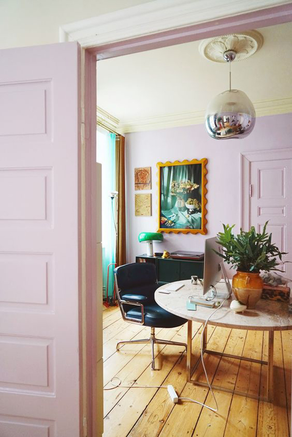 classic-lilac-home-office-design