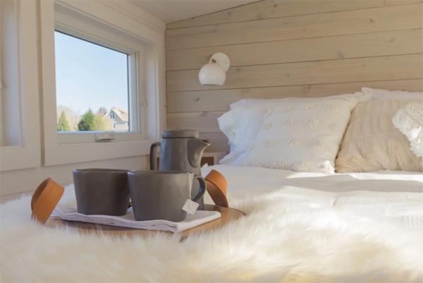 cozy-loft-bedroom-for-tiny-home
