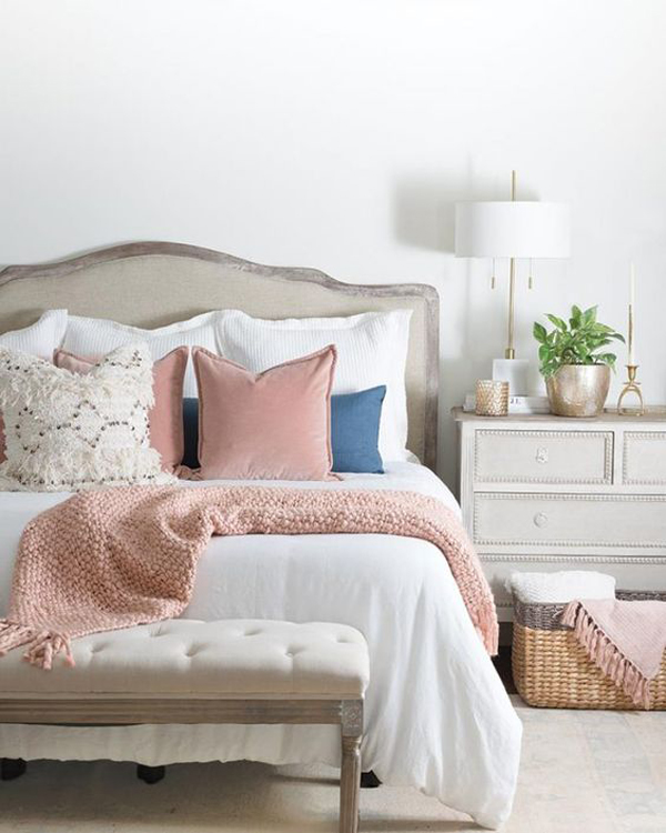 farmhouse-millennial-bedroom-with-pink-accent
