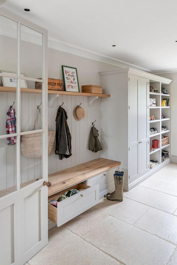 farmhouse-mudroom-design-for-your-organize