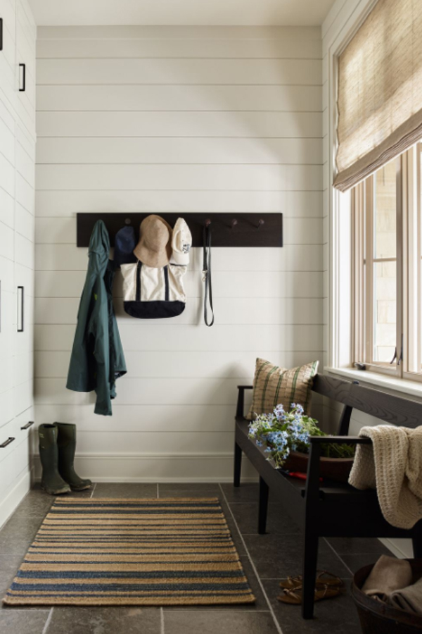 farmhouse-style-mudrooms-with-benches