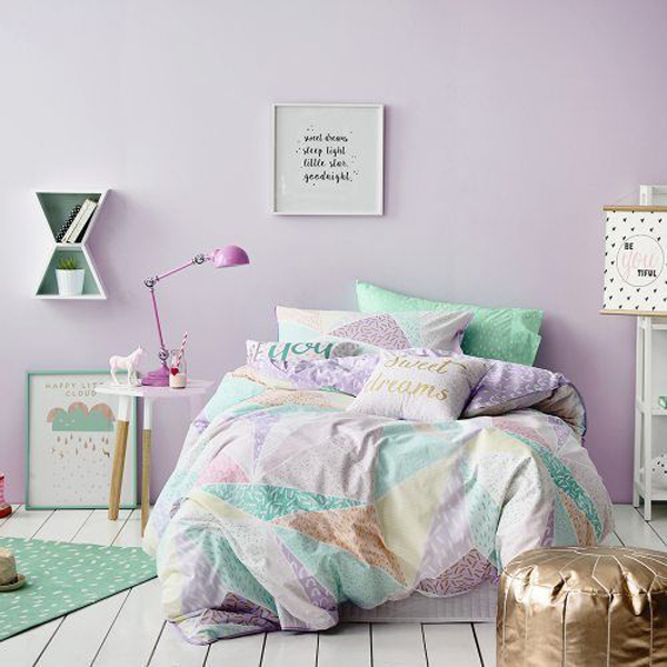 lilac-bedroom-wall-for-relaxing