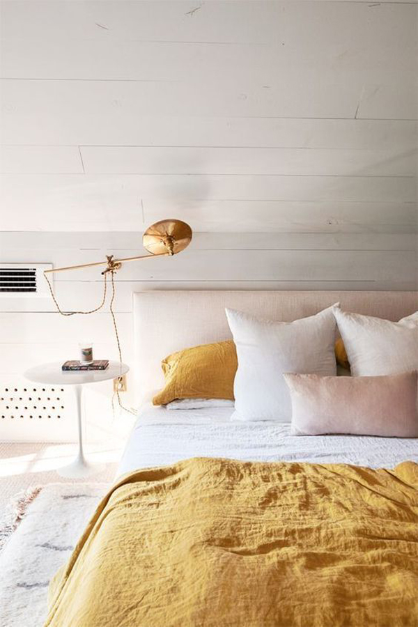 millennial-pink-bedroom-with-gold-accent