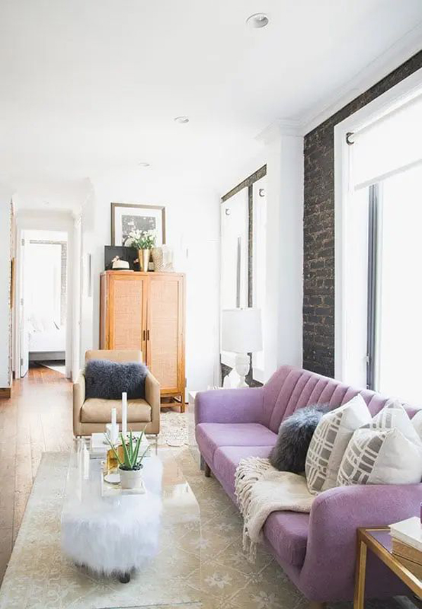 minimalist-living-room-with-lilac-color-trend
