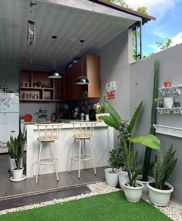 open-kitchen-bar-integrated-with-garden