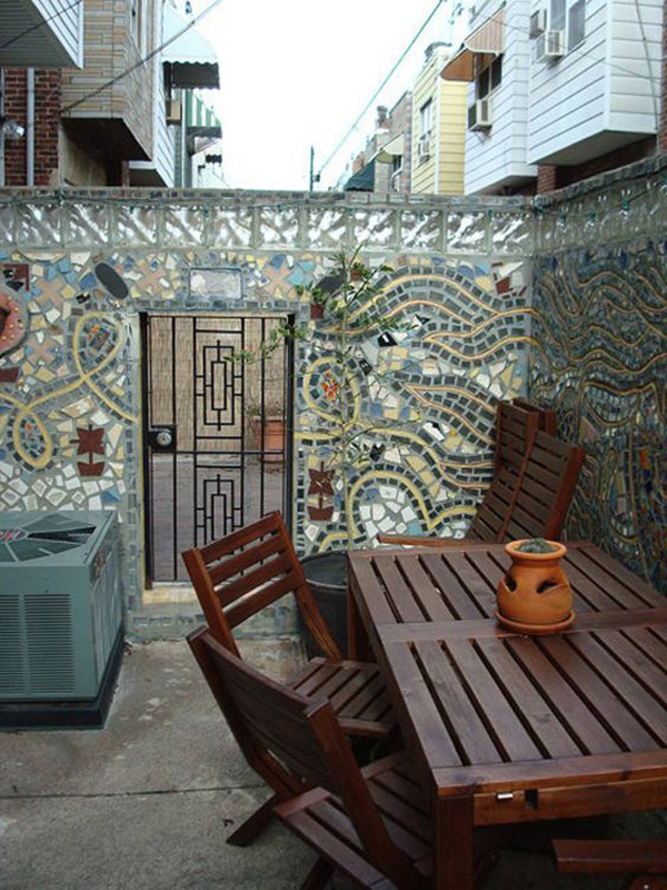 outdoor-small-retreat-with-mosaic-decor