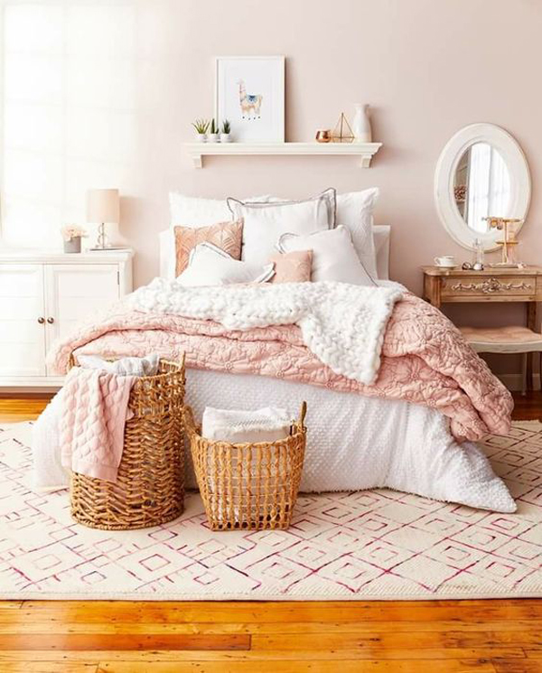 pretty-pink-bedroom-for-millennial-generation