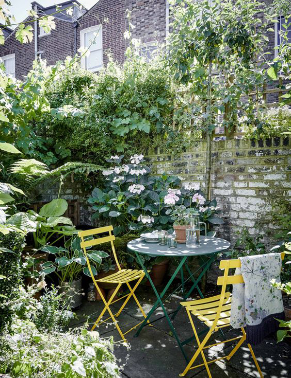 simple-diy-garden-seating-for-dining-space