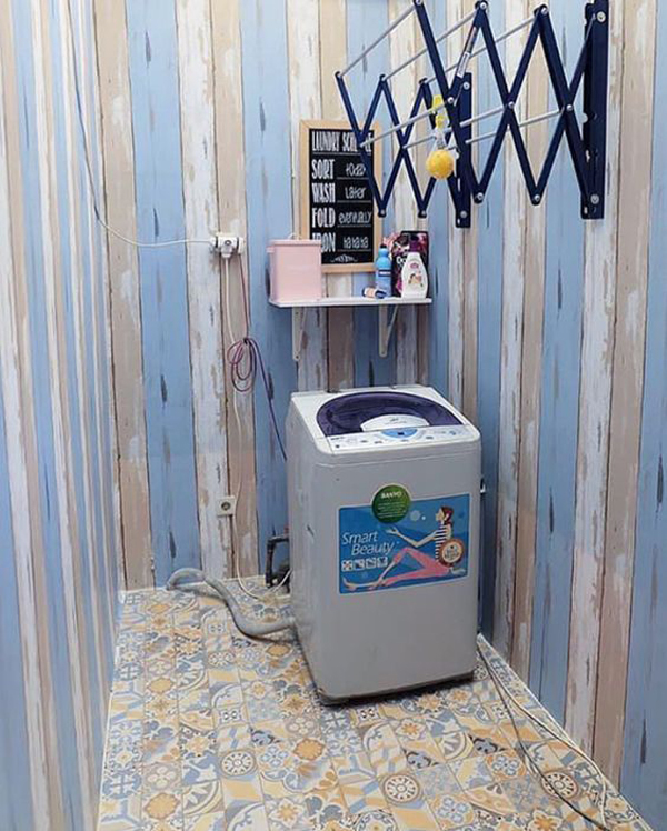 simple-laundry-room-with-pallet-wall