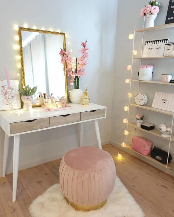 teen-vanity-room-with-string-lights