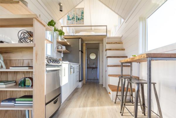 tiny-greenhouse-interior-design